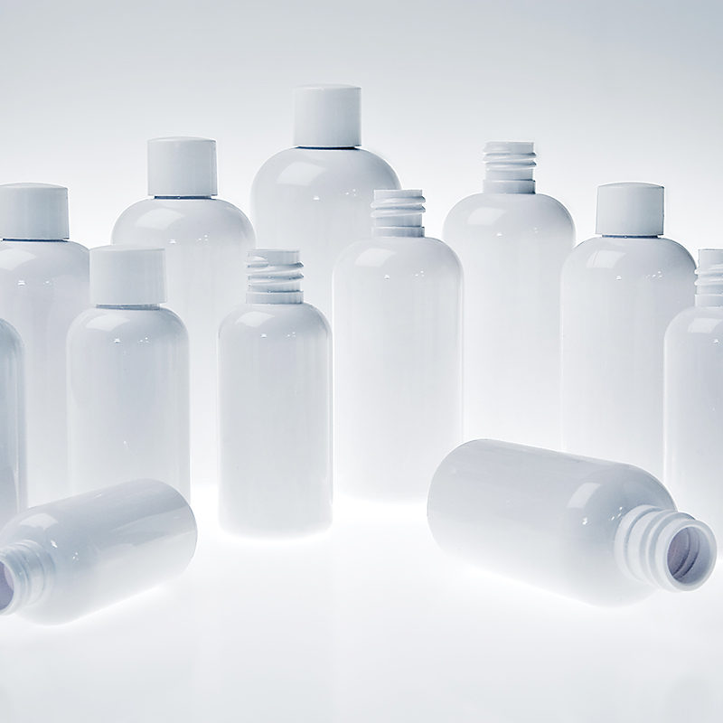 Glossy white Boston Round plastic bottles from stock for cosmetics, beauty products, light sensitive and photosensitive liquids | Measom Freer